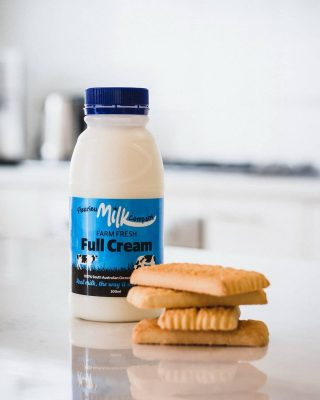 This would make a great after-school snack, the perfect combination of nutritious dairy and a little treat! What's your fave after school snack for you (or the kids)? Image @apollophotog_