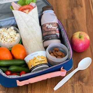 Back to school this week for most kids in SA. ​Check out this cracker of a lunch box, featuring some Fleurieu favourites. Let us know your kids lunchbox faves in the comments below 🍎🥛🍿